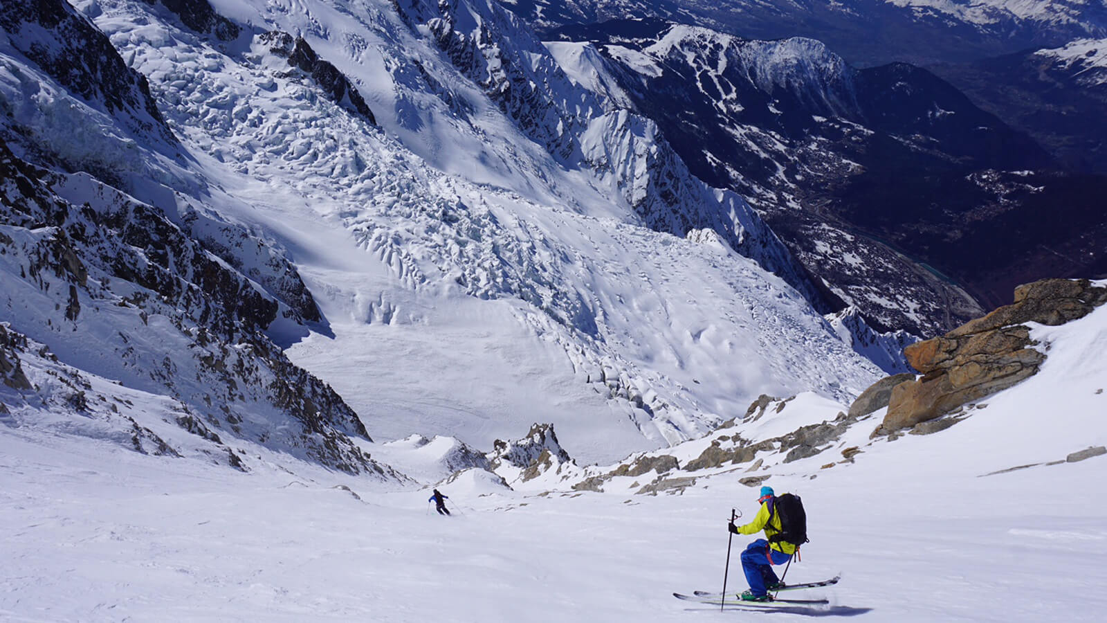 IFMGA Guide Mike Arnold skiing in Chamonix