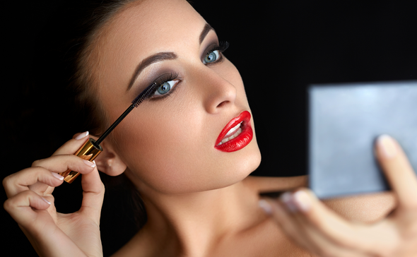 5 ways makeup causes premature aging (and two ways it helps your skin)