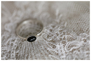 Oval onyx stack ring