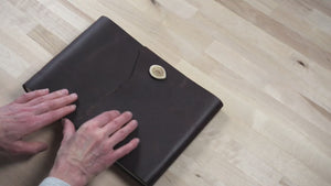 video closer look at the mahogany leather sketchbook