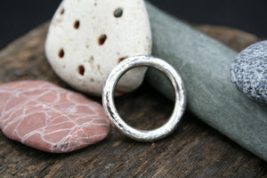 "Sterling Silver Ring. 3mm round wire, hammered finish size ""V"""