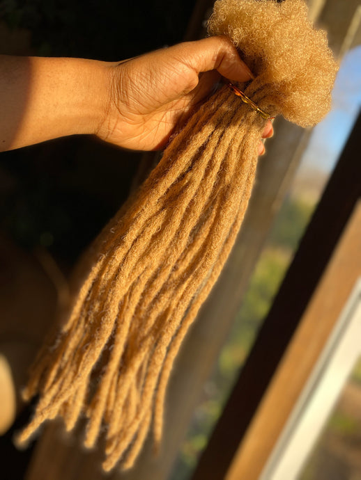40 Golden Blonde Locs .5-.6cm thick 15-16in long