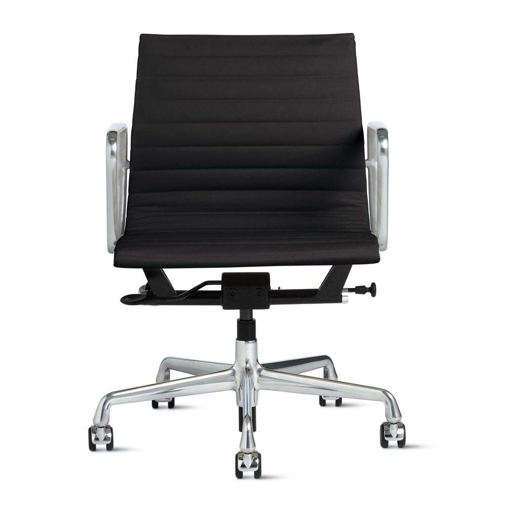 Management Chair with Pneumatic Lift