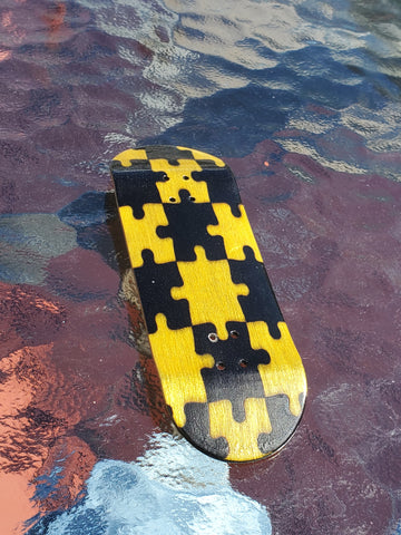 PUZZLED YELLOW/BLACK POPSICLE SHAPE SPLITPLY DECK