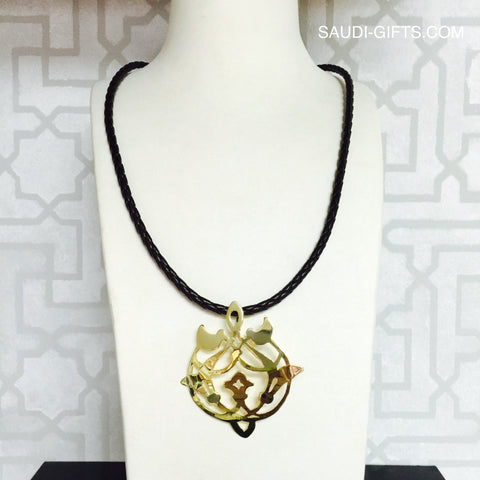 "Necklace with ""Arabesque Floral"" pendant (large)"