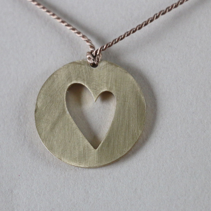 Heart in circle short necklace
