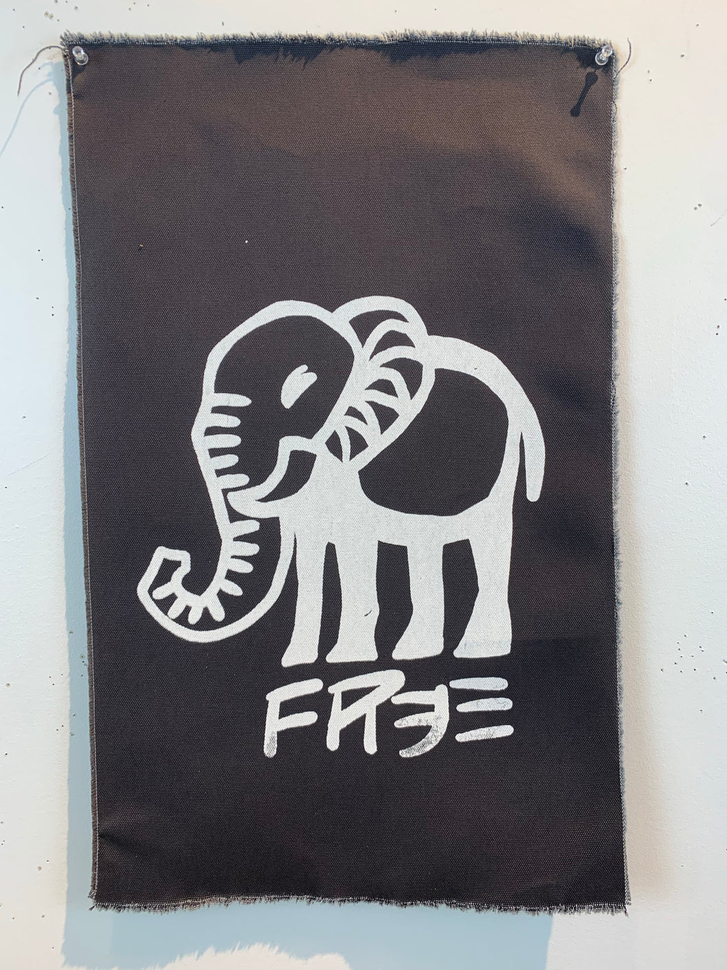 Cave Elephant-Free/Charcoal Gray Mystery/2021