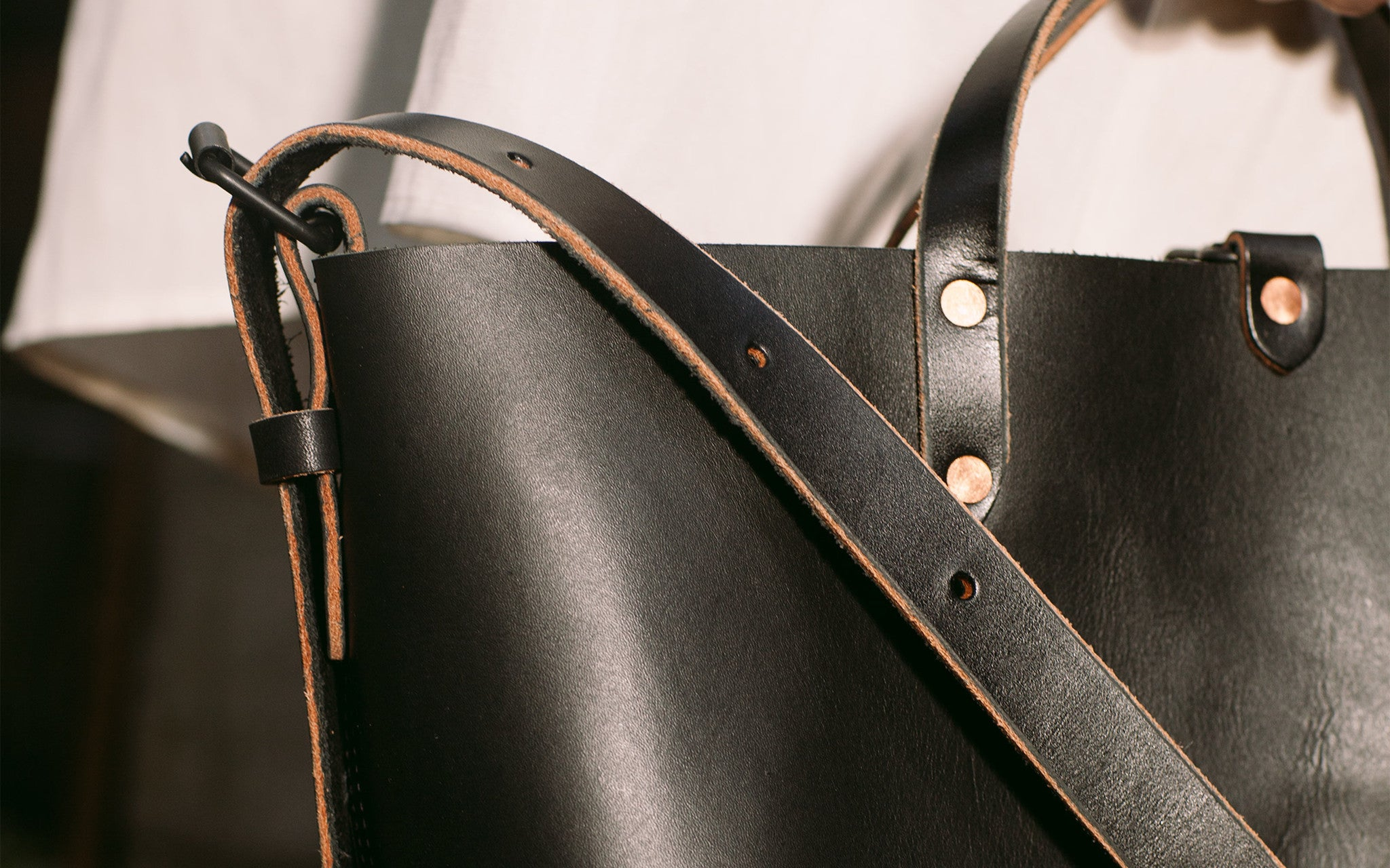 LEATHER BOAT TOTE