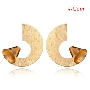 2020 Fashion Classic Gold Color Twisted Love Knot Stud Earrings