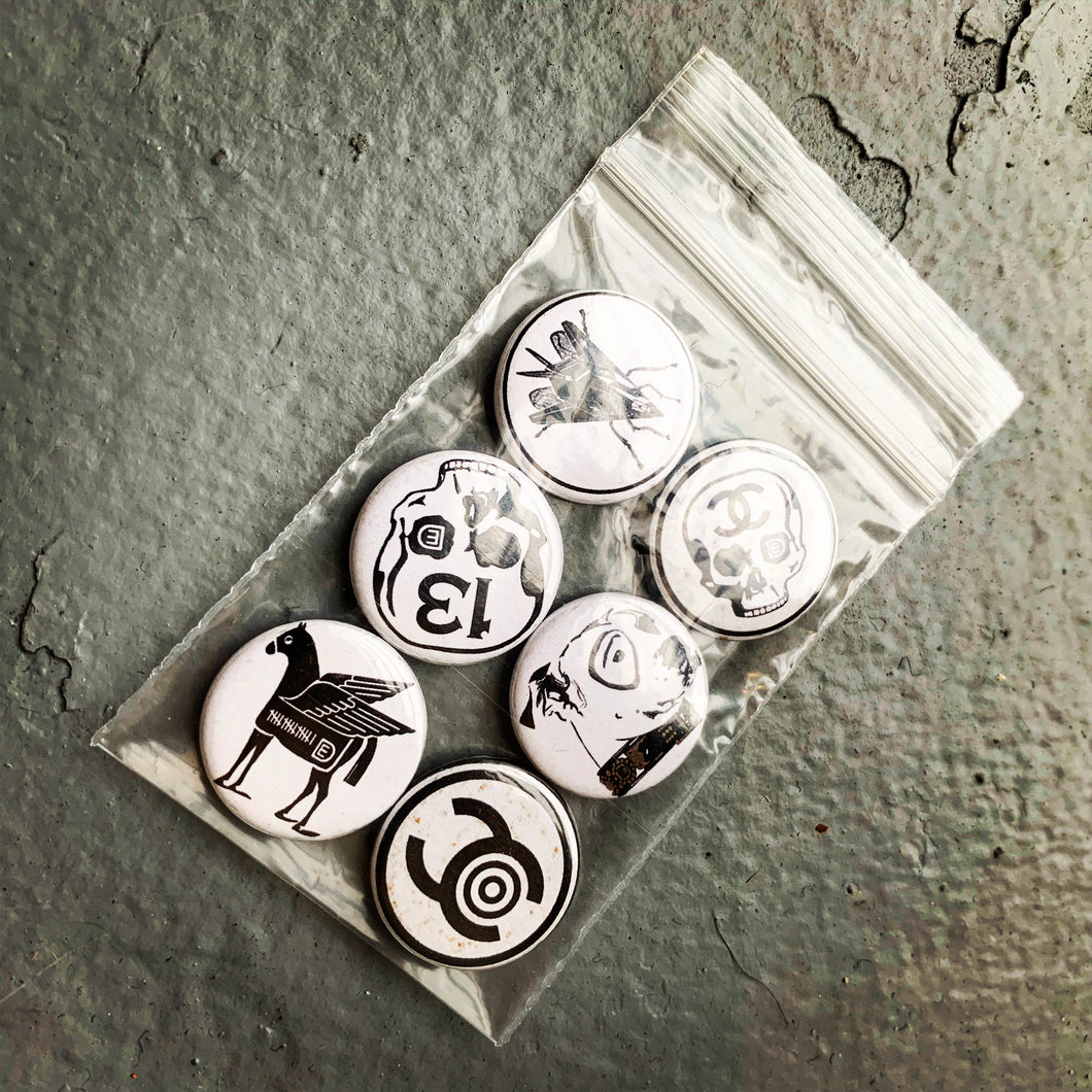 "DE assorted 1"" pins dime bag"