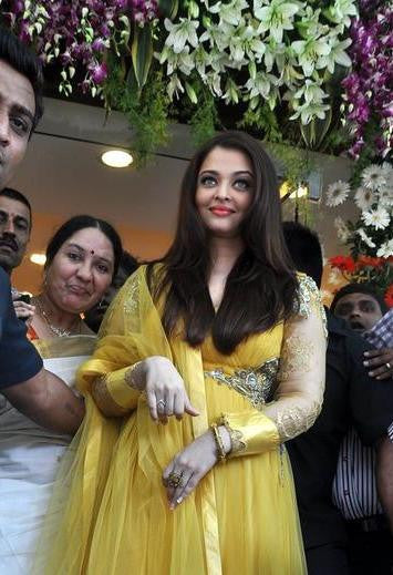 Aishwarya rai's yellow anarkali suit