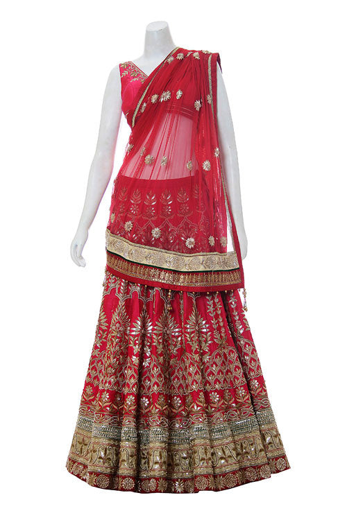 Bridal lehenga choli in Red color