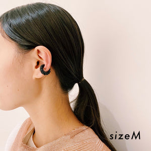 YAGA / glass earcuff twist