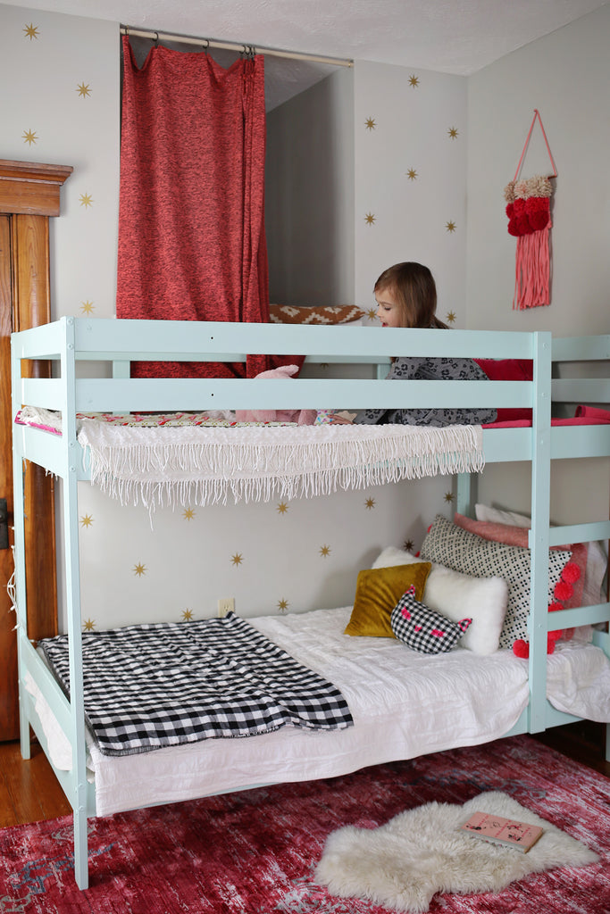 Smile and Wave created the cutest little girl's room using WallsNeedLove Coronata Star Wall Decal Mini-Pack.