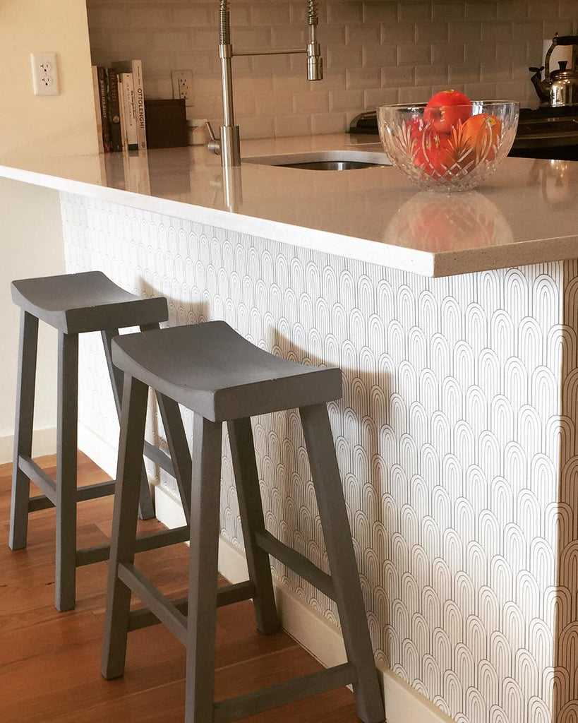 Kitchen island makeover using removable wallpaper by @wallsneedlove