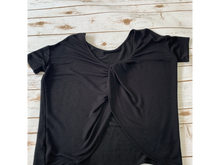 Load image into Gallery viewer, Short Sleeve Top Size Medium