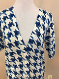 Women's White & Blue Checked V-Neck Sweater Size M by Liz Claiborne (03008)