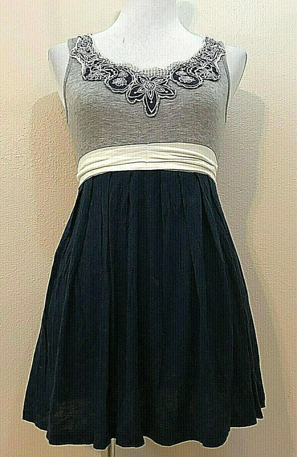 Women's Gray & Navy Blue Crocheted Top Dress Size M by Pretty Good (04288)