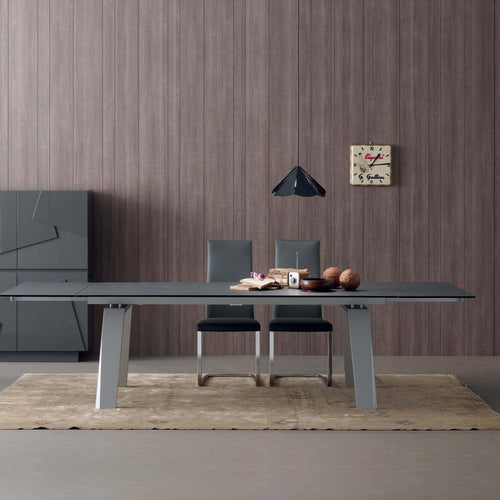 Frau Elegant Italian extending dining table by Compar