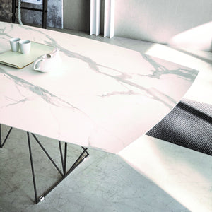 Prisma extending dining table with varnished