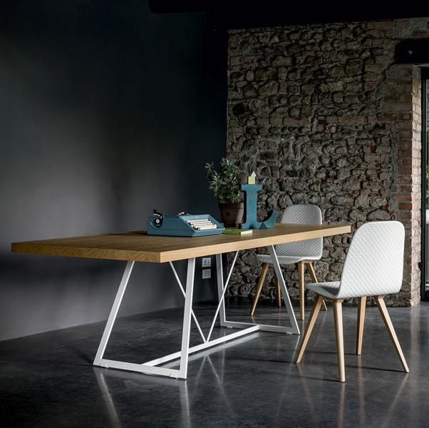 Radar lacquered base fixed table by Dall'Agnese