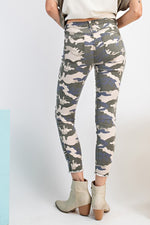 Load image into Gallery viewer, Easel Destructed Camo Pants