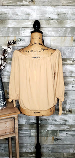 Load image into Gallery viewer, CURVY BUTTON OFF SHOULDER TOP-Curvy Top-Zenobia-Litchfield Lane Boutique