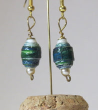 Load image into Gallery viewer, Earrings handmade rolled paper beads