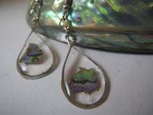 Load image into Gallery viewer, Earrings epoxy resin and paua shell
