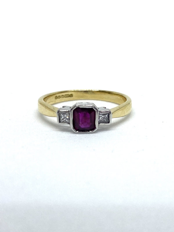 18ct Yellow Gold Ruby & Princess Cut Diamond Ring. Approx. 0.08cts.
