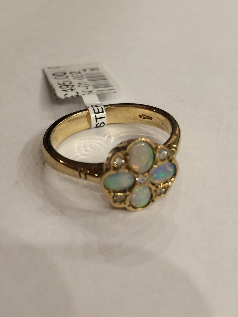9CT YELLOW GOLD OPAL & DIAMOND CLUSTER RING