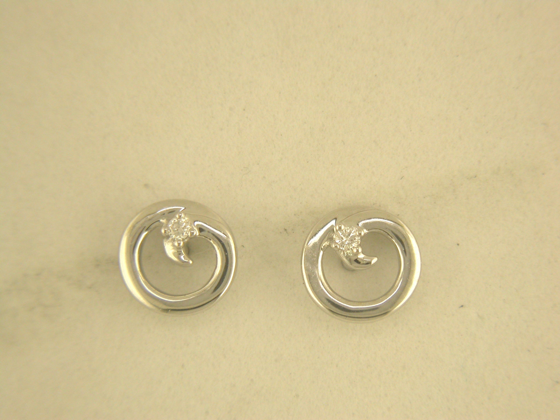 9CT WHITE GOLD SWIRL EARRINGS 0.03CTS