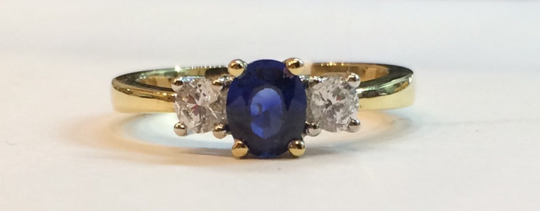 18CT YELLOW GOLD DIAMOND & SAPPHIRE CLAW SET RING 2583/4