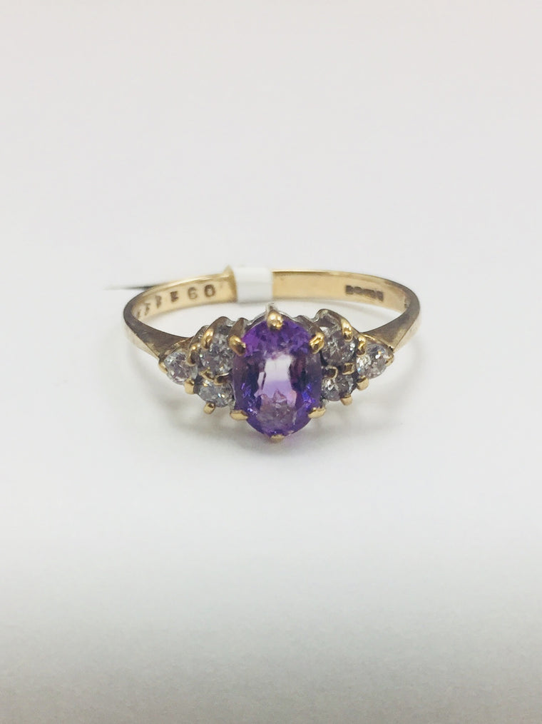 9ct YELLOW GOLD DIAMOND AND AMETHYST RING