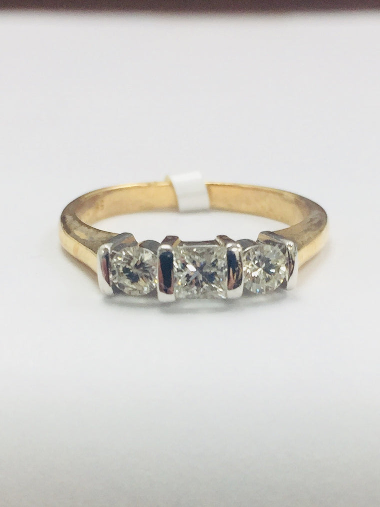 18ct YELLOW GOLD THREE STONE DIAMOND RING 0.52CTS