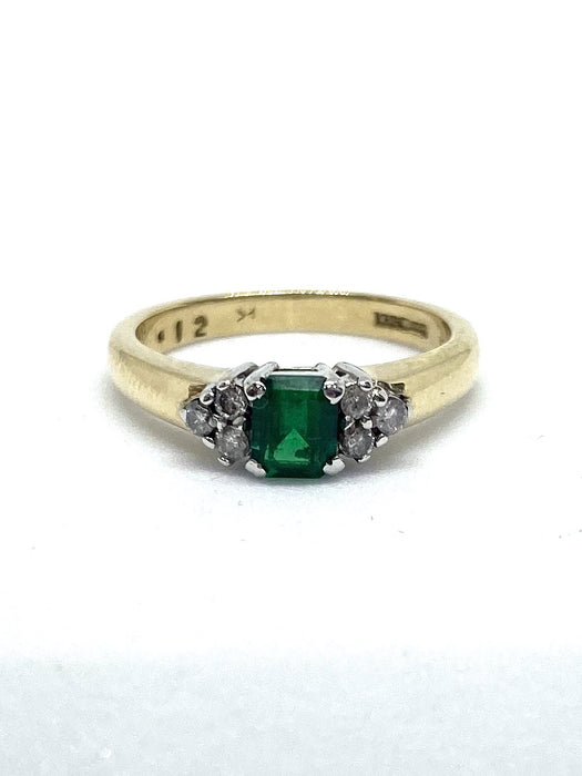 18ct Yellow Gold Emerald & Diamond Cluster Ring. Approx. 0.12cts.
