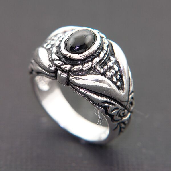 CARVED STERLING SILVER RING BEZEL SET WITH ONYX