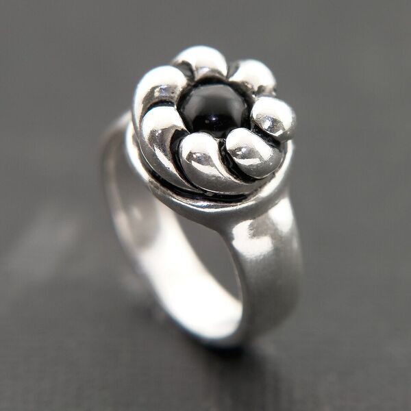 STERLING SILVER RING WITH FLOWER DESIGN AND GENUINE ONYX