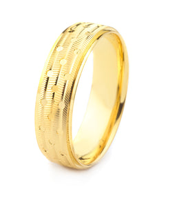 18K GOLD MEN'S WEDDING BAND WITH RIDGE CUT FINISH, POLISHED ACCENTS AND GROOVES