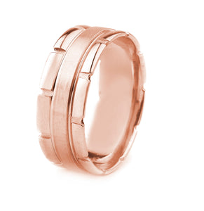 14K GOLD MEN'S WEDDING BAND WITH SATIN FINISH CENTER AND POLISHED EDGES WITH STONE CUT GROOVES