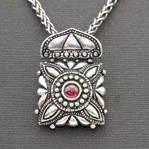 SLIDER STYLE PENDANT IN OXIDIZED STERLING SILVER WITH GARNET