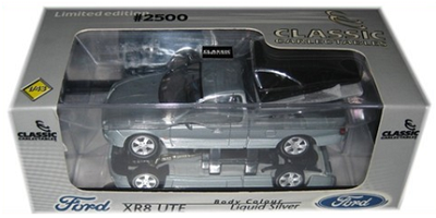 1:43 Ford Falcon XR8 Ute 2002 (Liquid Silver)