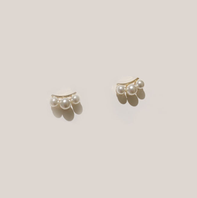 Olivia Cuff Pearl Earrings In Gold