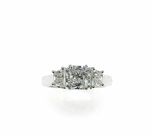 1.88 Carats Radiant and Trapazoid Platinum Engagement Ring Center 1.09 Carats
