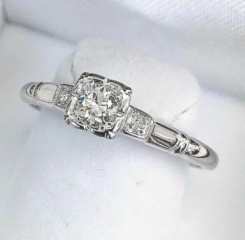 0.30 Carat t.w. Vintage Diamond Wedding Ring 18K Gold