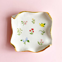 Load image into Gallery viewer, handmade and hand-painted spring flowers square plate with real gold