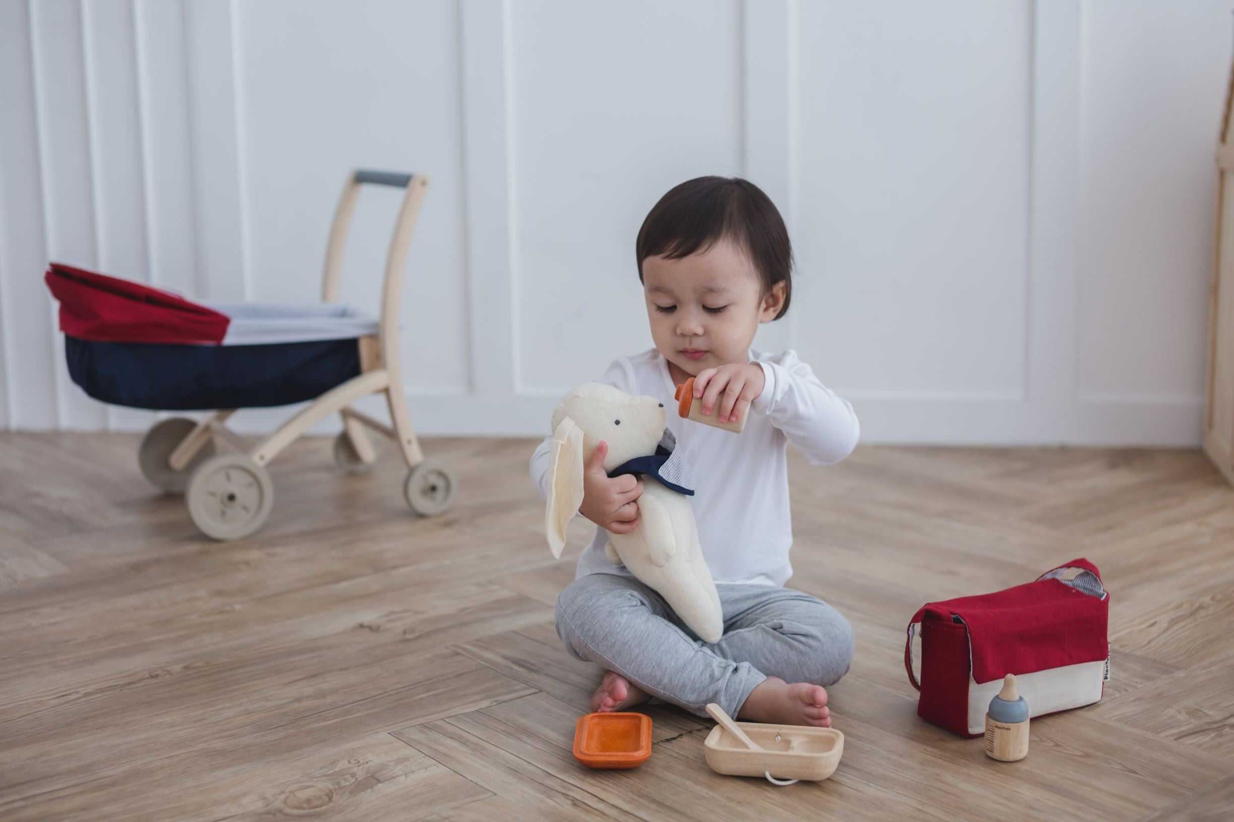 Doll feeding set Plan Toys