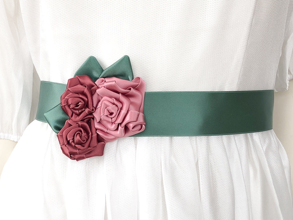 BELT OR WRISTBAND WITH ROSES IN DUSTY PINK, OLD PINK AND MANGO GREEN LEAVES