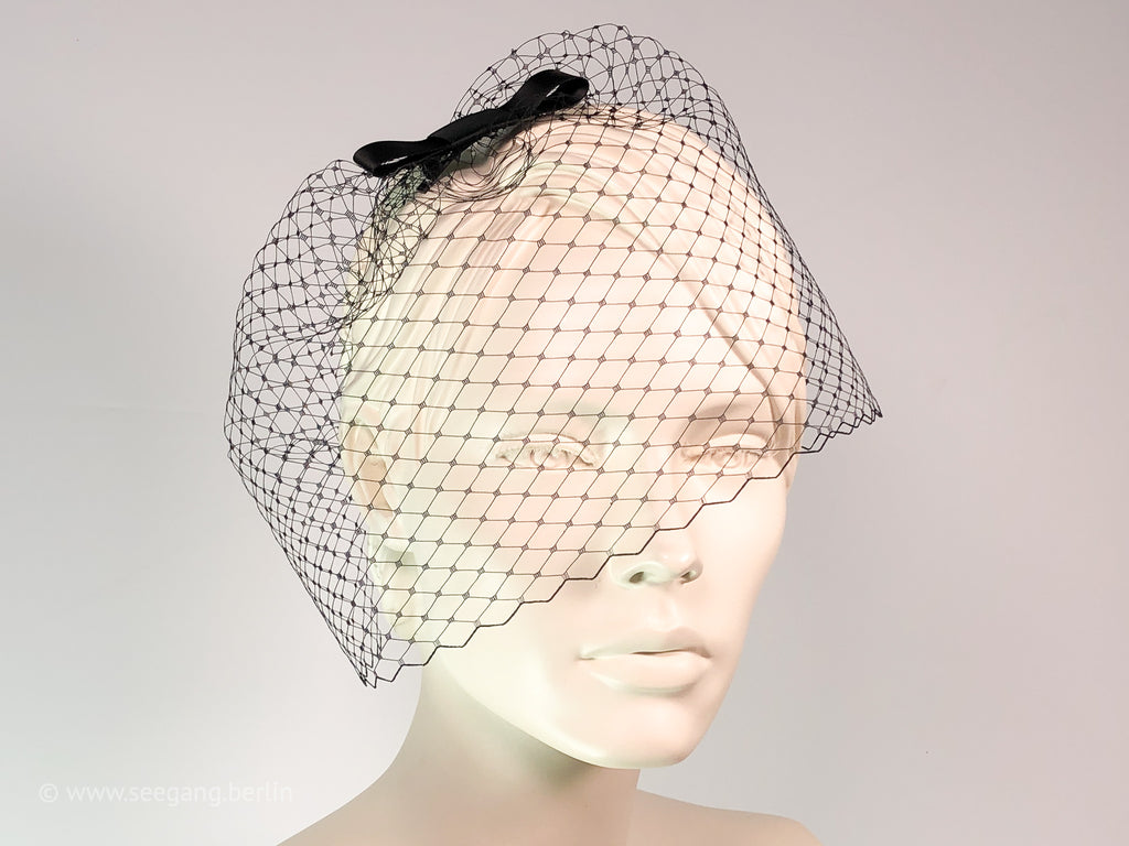 BIRDCAGE - VEIL HEADDRESS WITH A BOW FOR BACK TO BLACK OCCASIONS
