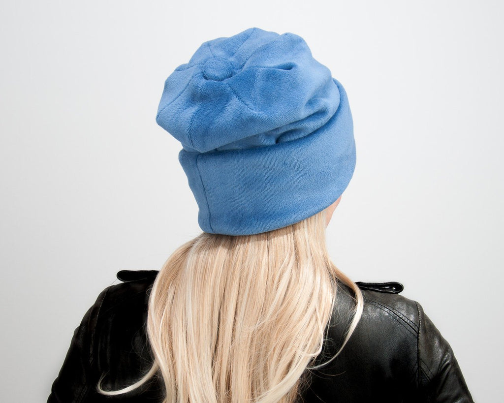 BEANIE - OVERSIZE CAP IN BLUE, COSY AND THE COOLEST WAY TO KEEP YOUR HEAD WARM © Seegang Berlin